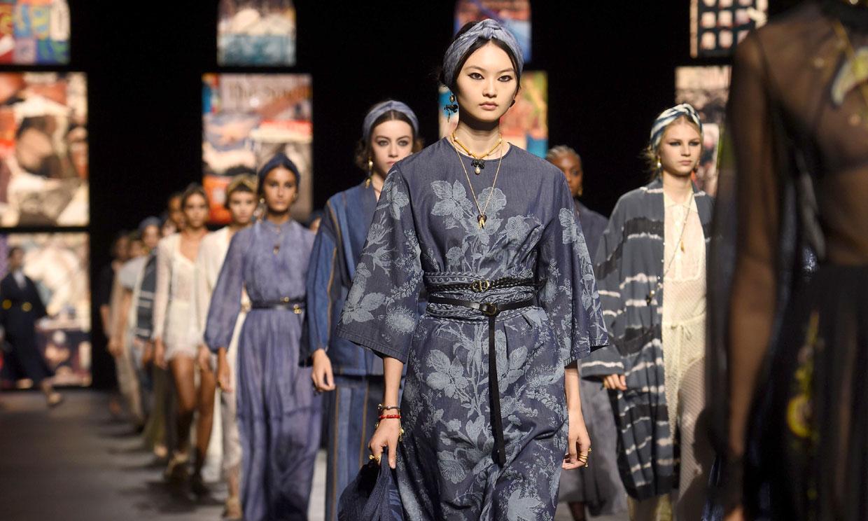 Los caftanes y vestidos estampados que llevarás la próxima primavera los tiene Dior