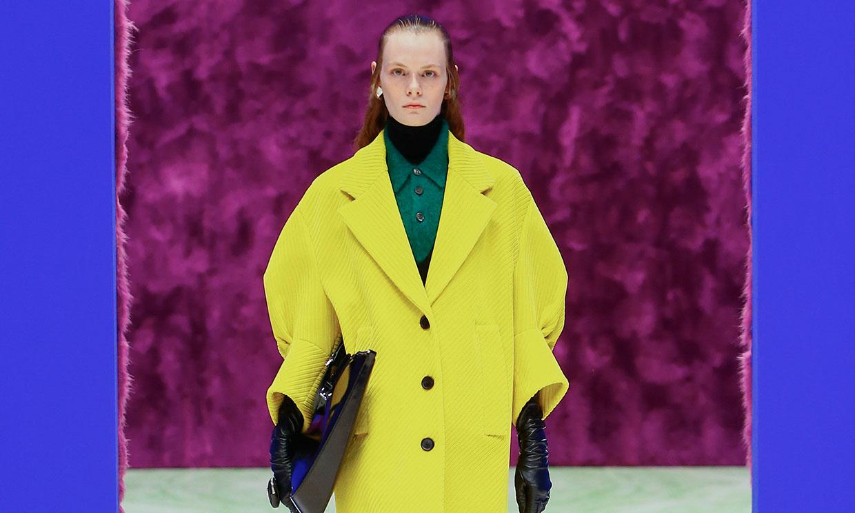 El próximo invierno los abrigos que llevarás serán reversibles, por Prada