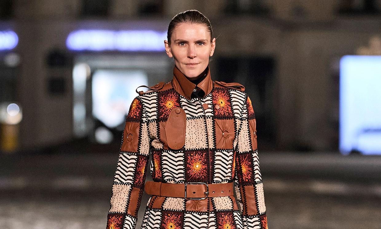La diseñadora de las 'royals' Gabriela Hearst debuta en Chloé y desfila como modelo