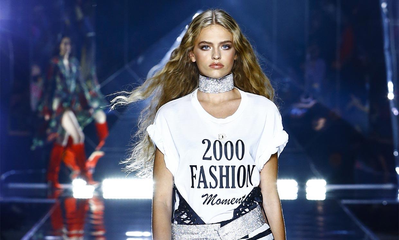 Brillos, minifaldas y ropa de fiesta en el desfile con el que Dolce & Gabbana revisita el estilo 2000