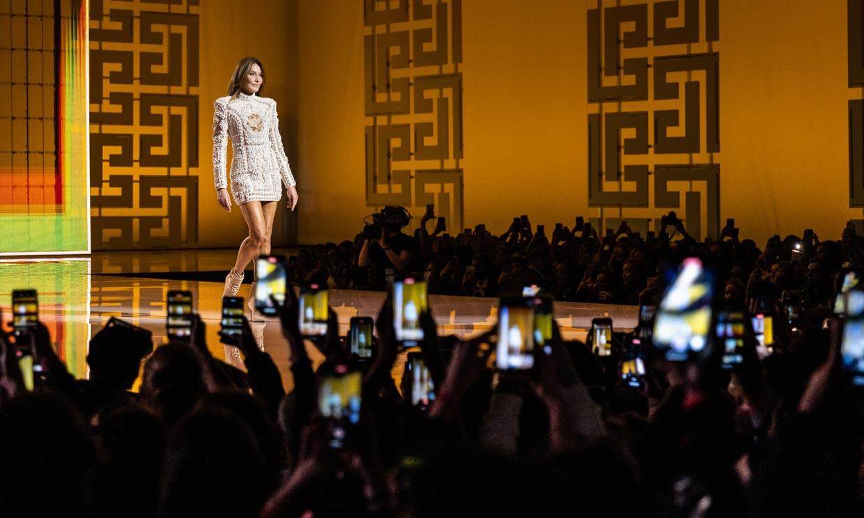 El retorno de Carla Bruni a la pasarela, Beyoncé y otros momentazos del desfile de Balmain