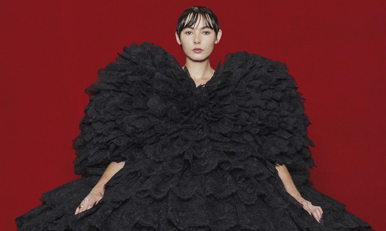 Balenciaga fusiona alta costura y 'streetwear' en un falso estreno de cine con final inesperado
