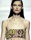 Pedrería en vivos colores: el lujo de la moda 'prêt-à-porter'
