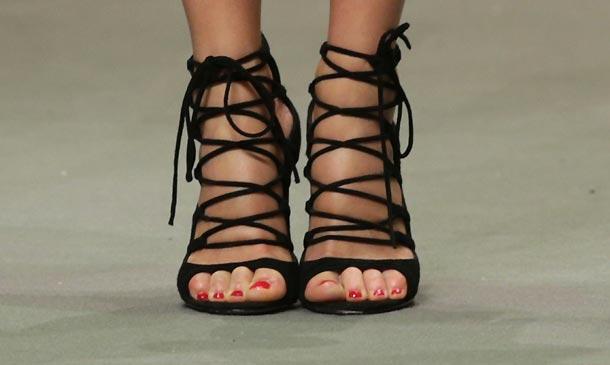 'Moda real': ¿Sabes quién luce los zapatos más buscados de la temporada?