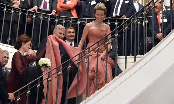 Vientos huracanados, largas escalinatas... Las dificultades de una 'moda real'
