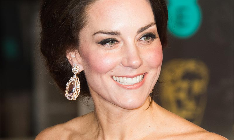 ¿Qué diferencia al 'look' de la Duquesa de Cambridge de los de las actrices también presentes en los BAFTA?