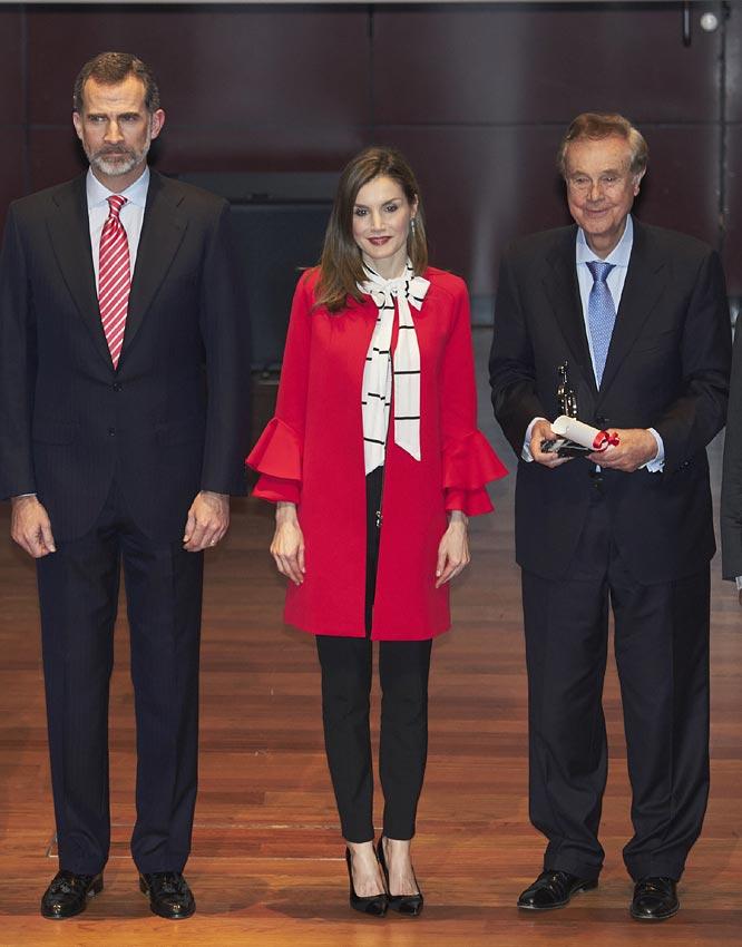 El nuevo abrigo rojo de Zara de la reina Letizia
