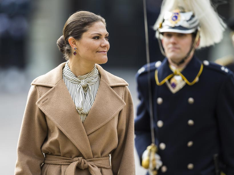 Y ahora, ¿qué me pongo?: Abrigos en clave 'royal' para sobrevivir al entretiempo