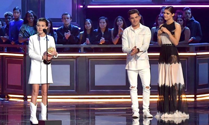 Millie Bobby Brown y Cara Delevingne, desafío anti-'stiletto' en los MTV Movie & TV Awards