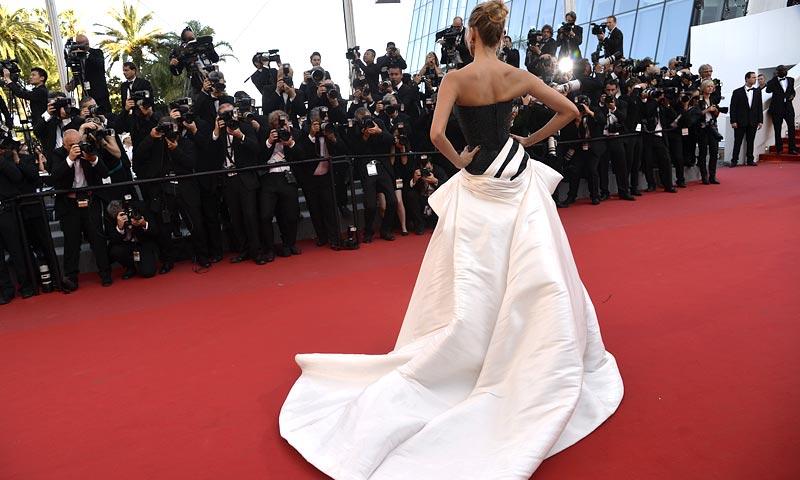 ¿Cómo visten las estilistas de Hollywood a las actrices para que parezcan más altas?