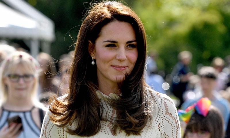 La reina Letizia, la Duquesa de Cambridge... Una semana de 'working looks' y tonos pastel