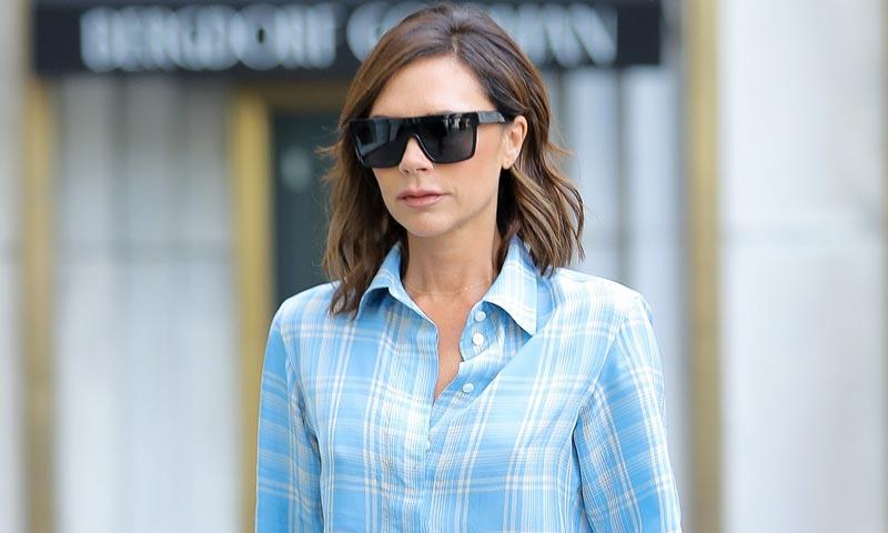 Victoria Beckham y el fenómeno del pijama de cuadros: una prenda, dos looks