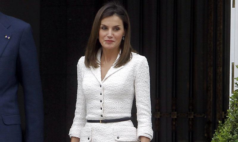 Cuando la reina Letizia recicla sus looks con el poder de los complementos