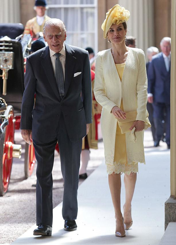 La Reina Letizia, de amarillo Varela
