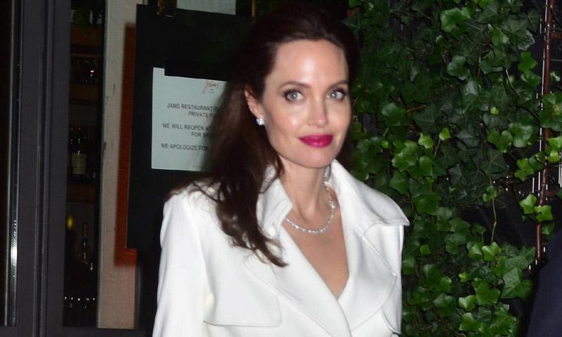 Para Angelina Jolie el look del otoño se consigue con 3 colores