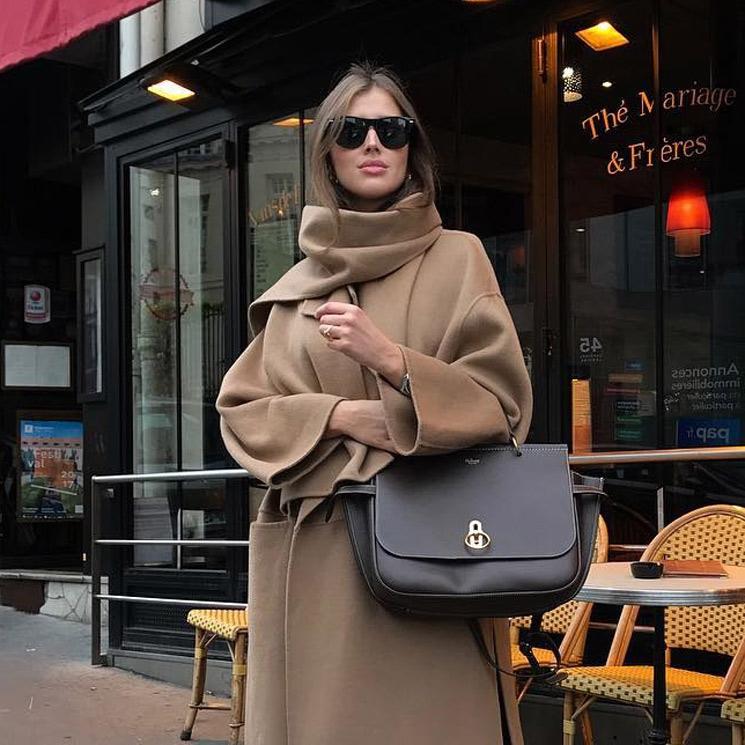 llevar abrigo sobre chaquetas mujer