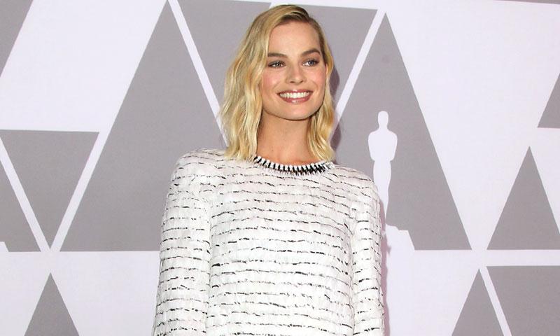 Visto en Kaia Gerber y Margot Robbie: el vestido de invitada para todo tipo de siluetas
