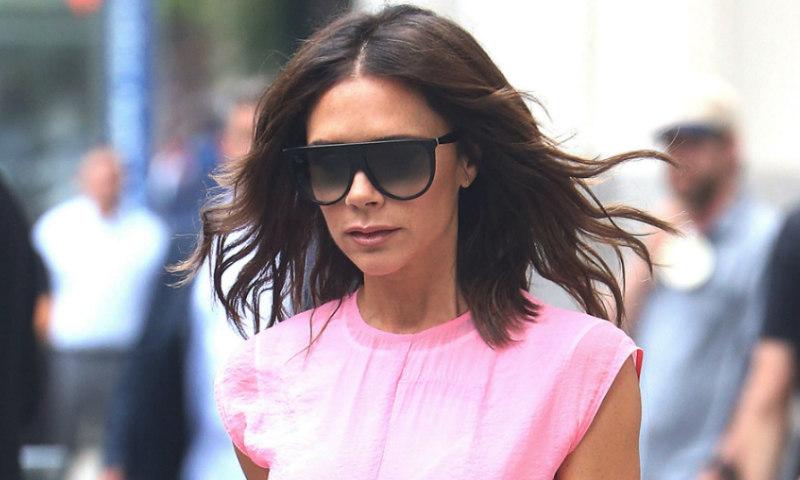 Victoria Beckham bromea sobre su último duelo de estilo: '¿Quién lo lleva mejor?'