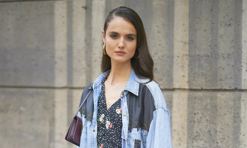Blanca Padilla reinventa un 'blazer' básico con el accesorio más inesperado