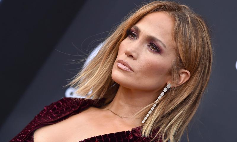 El vestido de fiesta que favorece a todas, según Jennifer Lopez y Martha Hunt