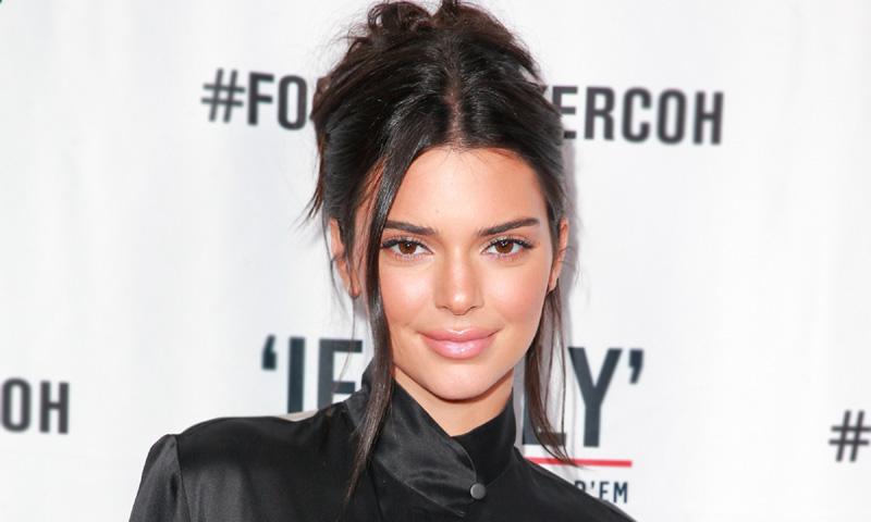Cómo sofisticar la tendencia pijama en un solo gesto, por Kendall Jenner