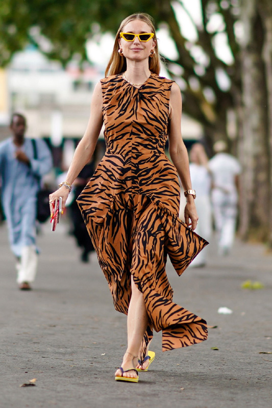 vestido de estampado tigre