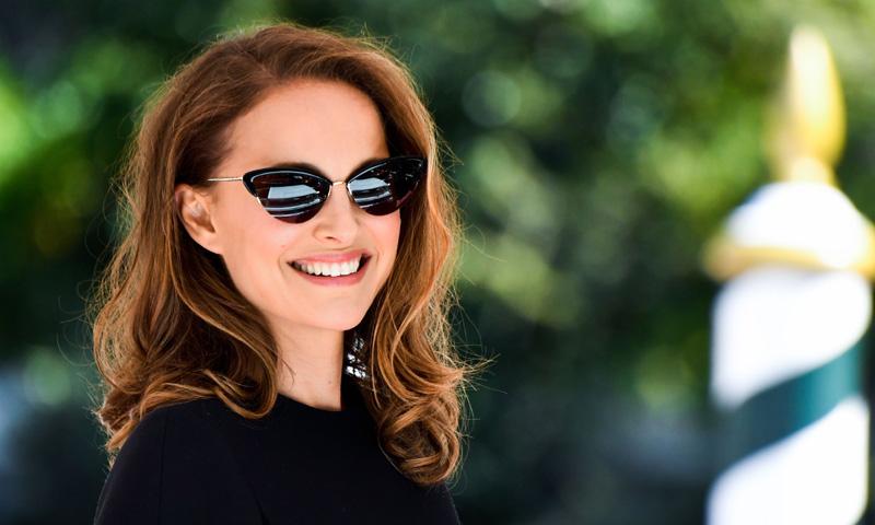 Natalie Portman luce en Venecia el vestido que encumbró a Meghan Markle