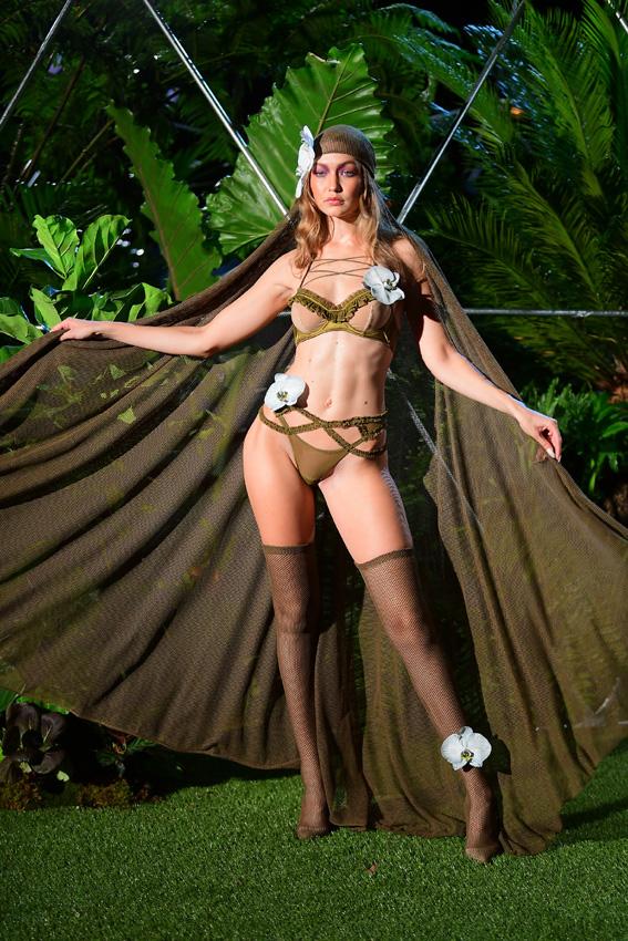 53d8583cd Rihanna y su desfile de Savage x Fenty  lencería para todo tipo de ...