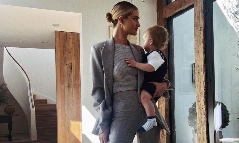 Rosie Huntington-Whiteley en 12 looks impecables para mamás en forma