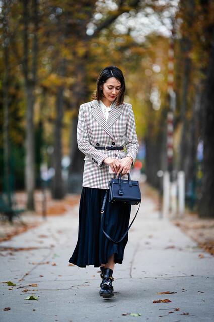 Moda 2018: blazer y falda plisada, el nuevo look de trabajo - Foto 1
