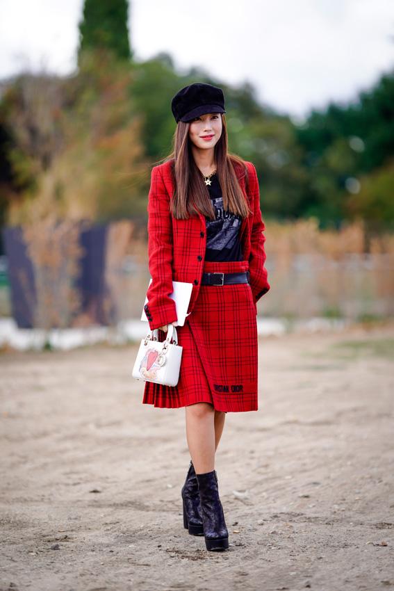 31309aa97e ... Street style en color rojo y cuadros ...