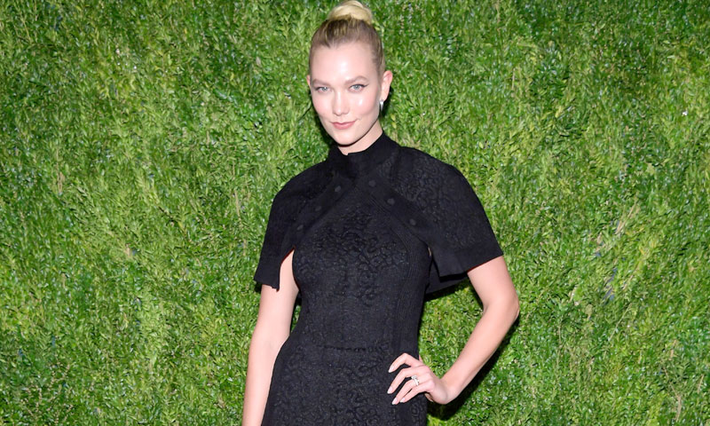 Karlie Kloss, Emily Blunt y Chanel Iman cambian los códigos de la invitada perfecta
