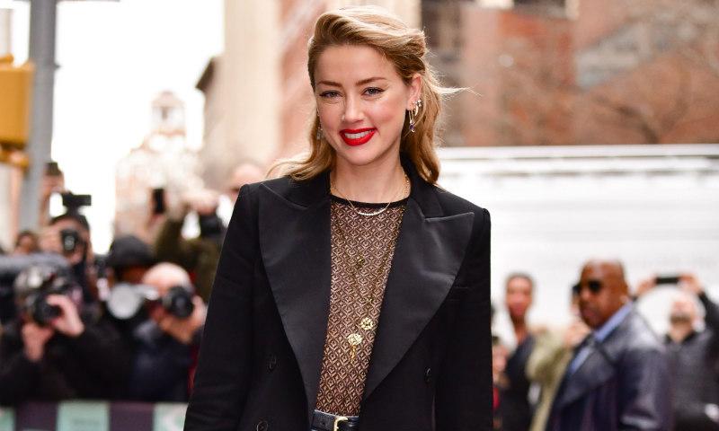 Amber Heard y Victoria Beckham: transparencias sí, pero con vaqueros