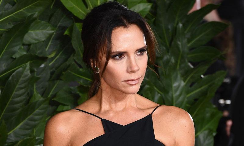 ¿Cómo resuelves un look sin bolso? Victoria Beckham y otros iconos responden