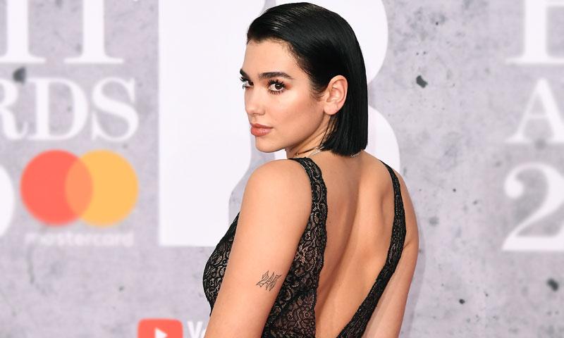 De una sensual Dua Lipa a la invitada en vaqueros, los looks más comentados de los BRIT Awards