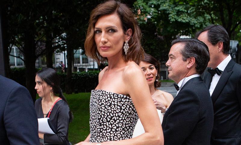 El vestido perfecto en las noches de verano, por Nieves Álvarez y Eugenia Osborne