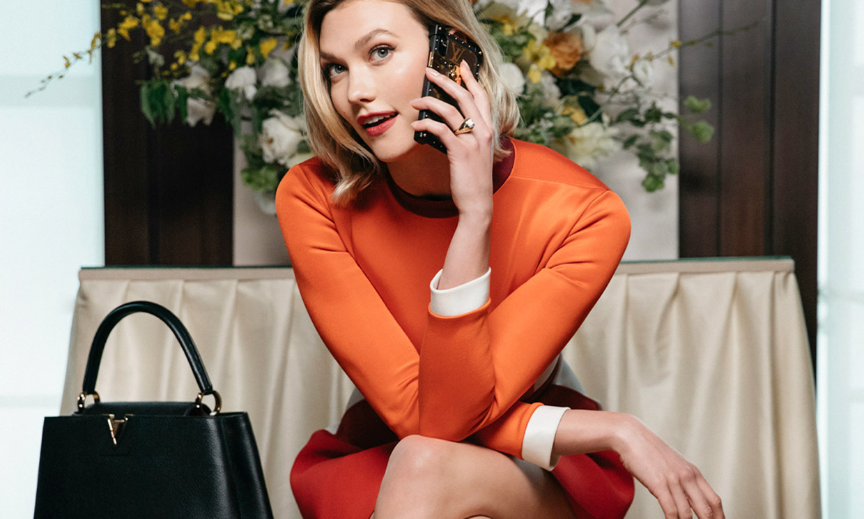 Karlie Kloss nos presenta su último flechazo de moda: el bolso del verano de Louis Vuitton