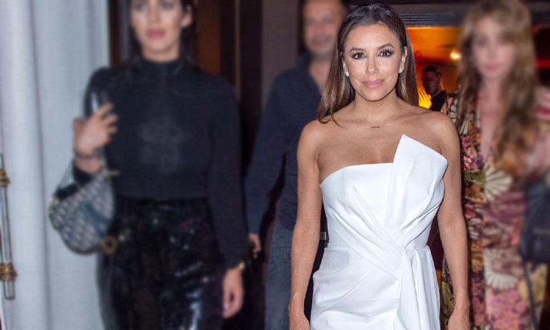 El reto de Eva Longoria: convertir un vestido de novia en el mejor look de invitada