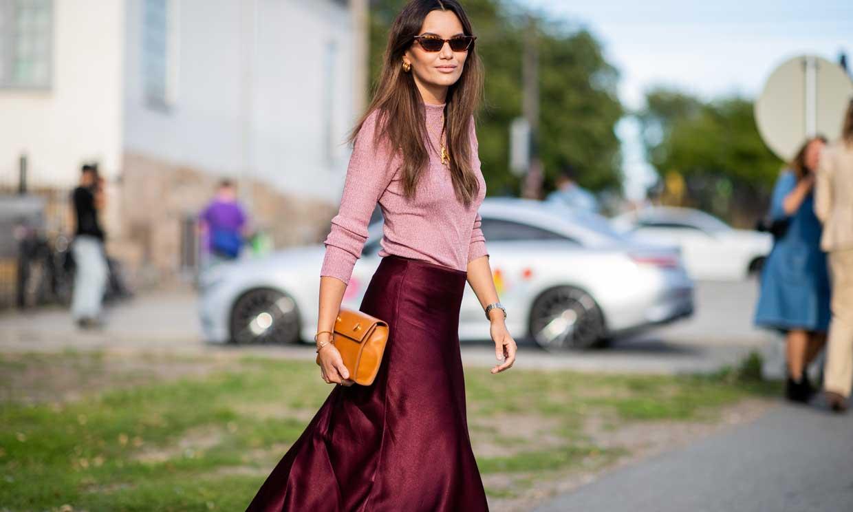 Jessica Alba y la falda 'midi' que podrías llevar de boda o en un look de trabajo