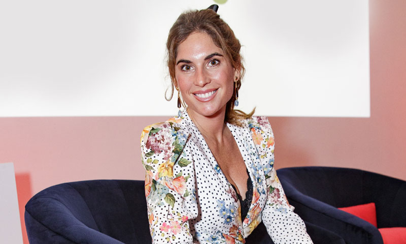 Lourdes Montes, la invitada perfecta con guiño lencero y diseño 'midi'