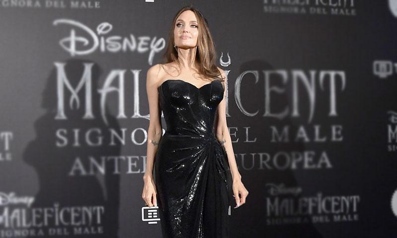 El escote de Angelina o el recuerdo a aquel primer duelo de estilo con Jennifer Aniston