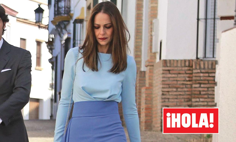Eva González, la perfecta invitada de bautizo gracias a sus pantalones 'capote'