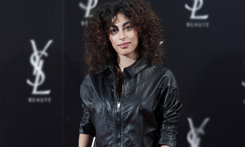 Ni cazadora ni mono, Mina El Hammani presenta el nuevo 'leather look'