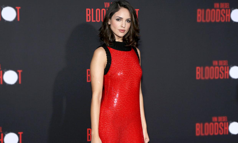 Transparencias y lentejuelas: Eiza González se supera con el vestido rojo más sexy