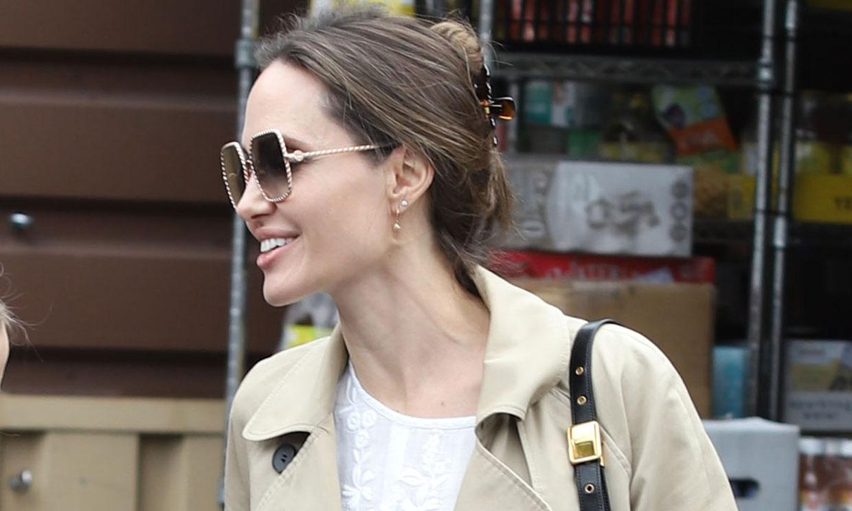 El look exprés (y sencillo) de Angelina Jolie para acudir al supermercado