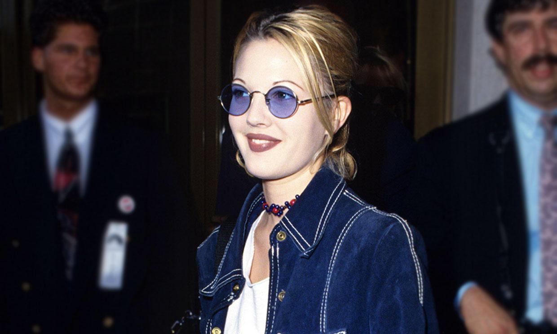 Drew Barrymore en los 90 es tu nueva inspiración para vestir cómoda