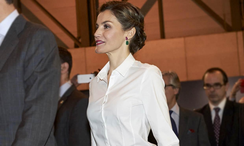 Zara versiona el 'culotte' de piel que unió a doña Letizia y Máxima de Holanda