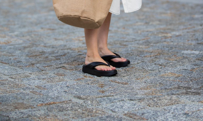 ¿Te atreves? Copia los looks más originales con chanclas 'flip flop'
