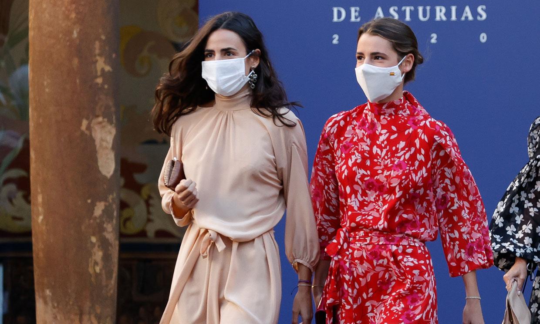 Los looks con truco de Blanca y Ana, hijas de Carlos Sainz: las invitadas perfectas de Oviedo