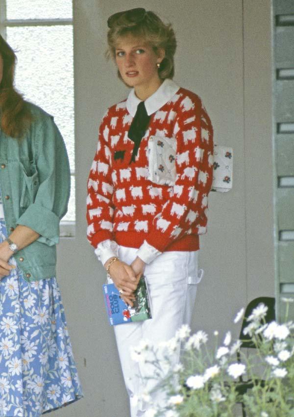 Diana de Gales con jersey de ovejas